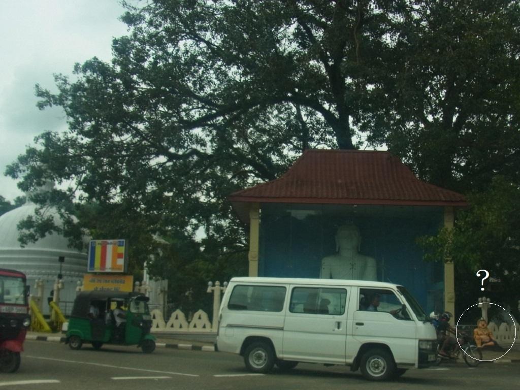 車と仏像.jpg